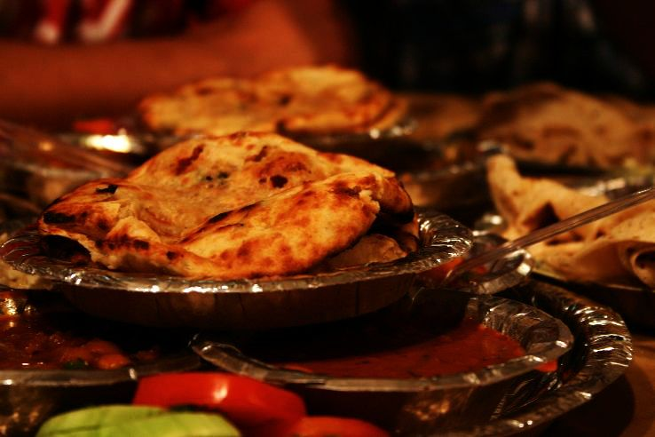 Top 10 Famous Dishes of Delhi - Hello Travel Buzz